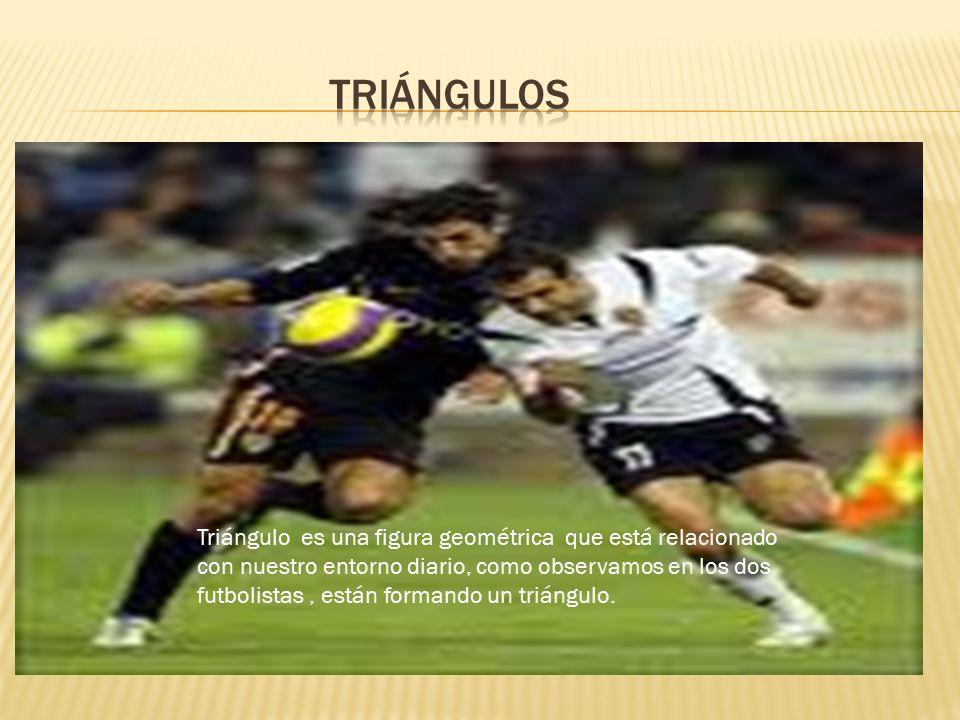 Triángulo es una figura geométrica que está relacionado con nuestro entorno diario, como observamos en los dos futbolistas, están formando un triángulo.