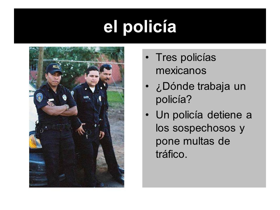 el policía Tres policías mexicanos ¿Dónde trabaja un policía? Un policía detiene a los sospechosos y pone multas de tráfico.