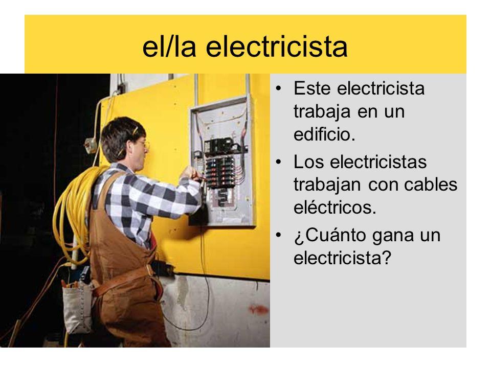 el/la electricista Este electricista trabaja en un edificio. Los electricistas trabajan con cables eléctricos. ¿Cuánto gana un electricista?