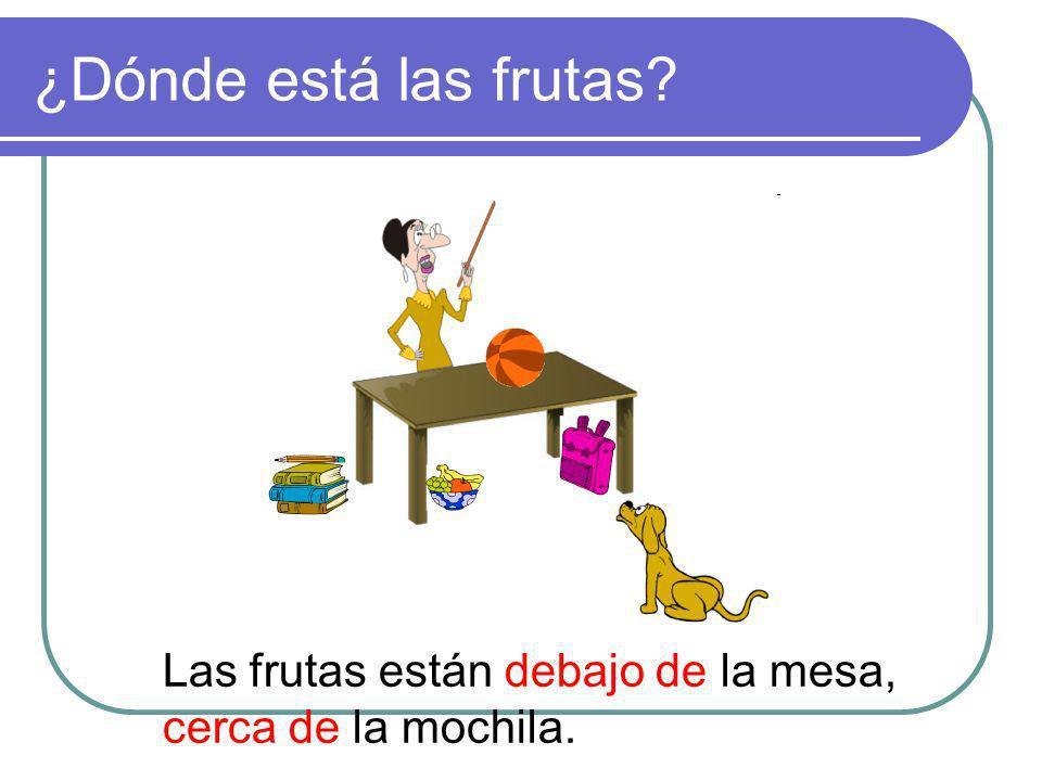 ¿Dónde está las frutas? Las frutas están debajo de la mesa, cerca de la mochila.