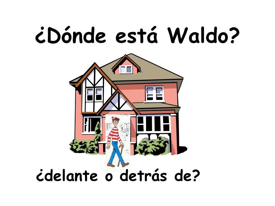 ¿Dónde está Waldo? ¿delante o detrás de?