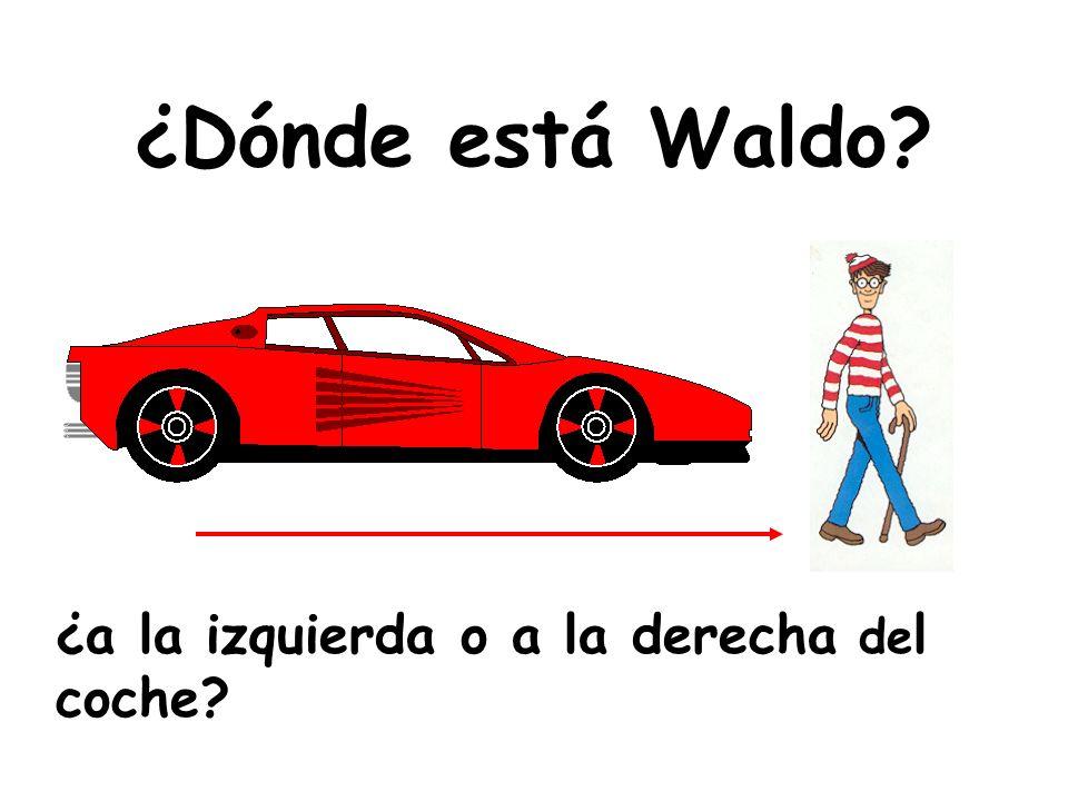 ¿Dónde está Waldo? ¿a la izquierda o a la derecha de l coche?