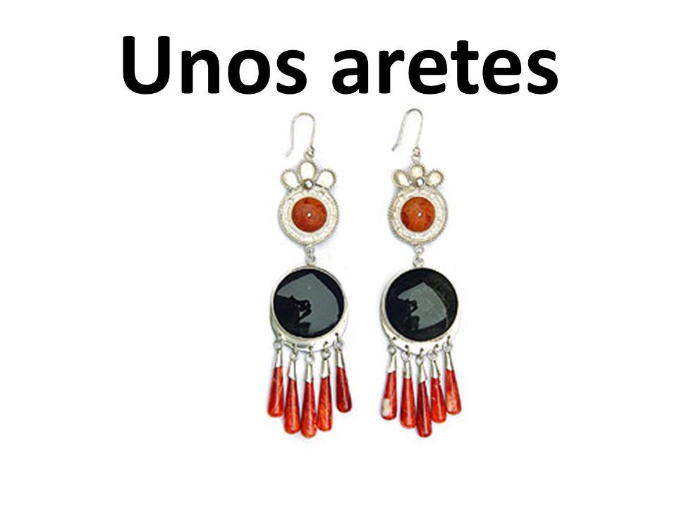 Unos aretes