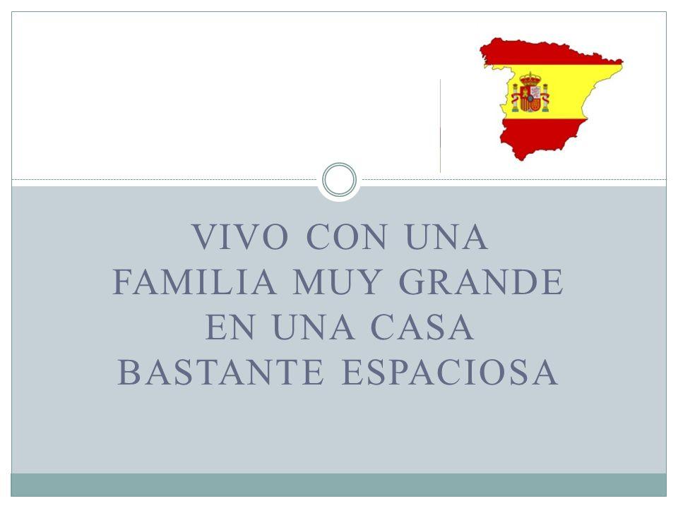 VIVO CON UNA FAMILIA MUY GRANDE EN UNA CASA BASTANTE ESPACIOSA