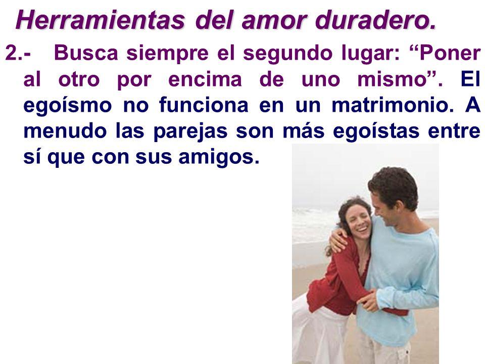 2.-Busca siempre el segundo lugar: Poner al otro por encima de uno mismo. El egoísmo no funciona en un matrimonio. A menudo las parejas son más egoíst