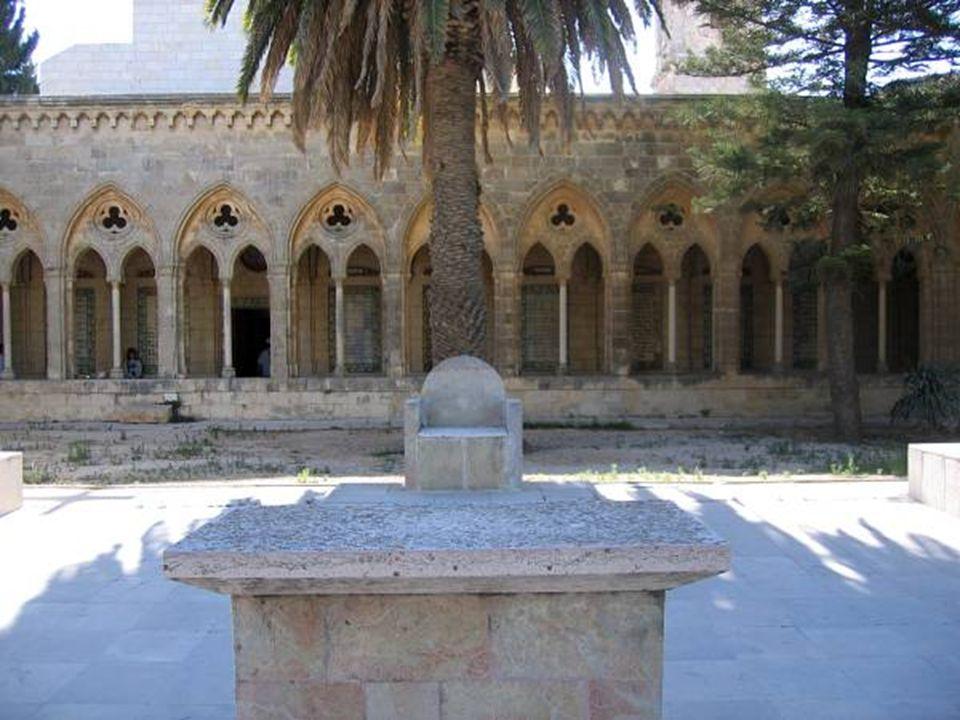 Convento Pater Noster Fue construido sobre el lugar donde Jesús enseñó a sus discípulos la Oración del Señor