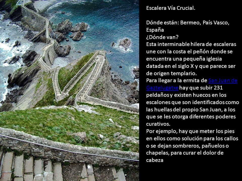 Escalera Vía Crucial.Dónde están: Bermeo, País Vasco, España ¿Dónde van.