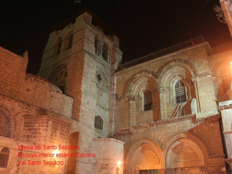 Iglesia del Santo Sepulcro, En cuyo interior están el Calvario y el Santo Sepulcro
