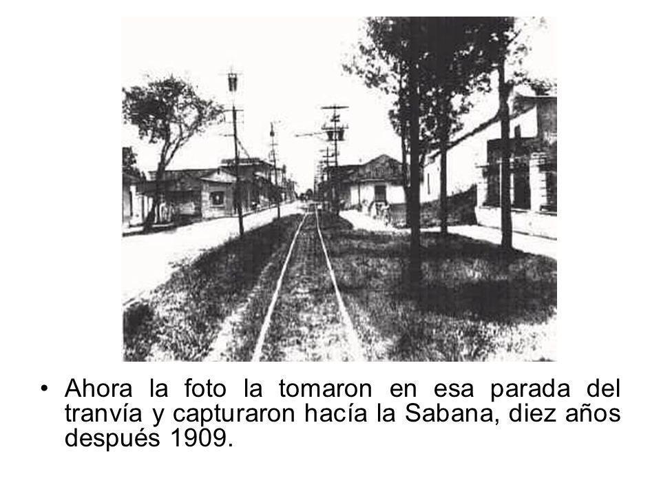 Ahora la foto la tomaron en esa parada del tranvía y capturaron hacía la Sabana, diez años después 1909.