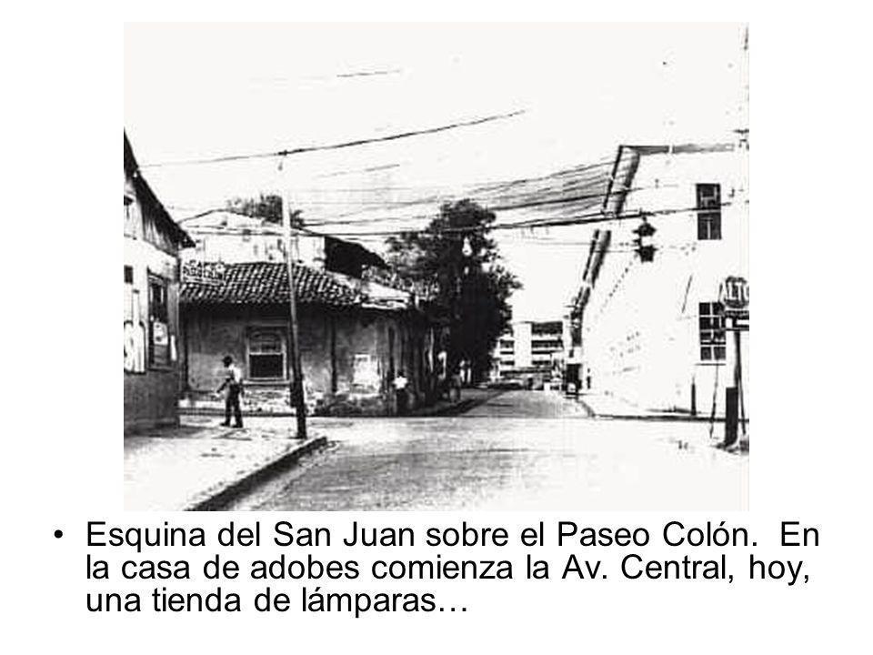 Esquina del San Juan sobre el Paseo Colón. En la casa de adobes comienza la Av. Central, hoy, una tienda de lámparas…