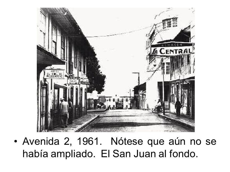 Avenida 2, 1961. Nótese que aún no se había ampliado. El San Juan al fondo.