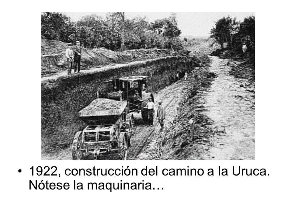 1922, construcción del camino a la Uruca. Nótese la maquinaria…