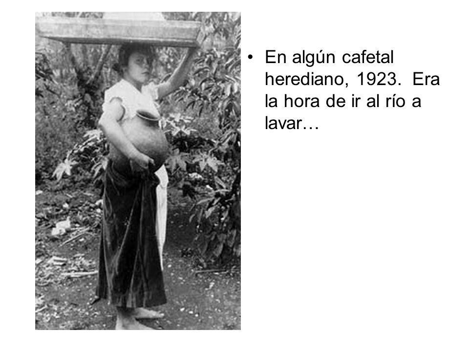 En algún cafetal herediano, 1923. Era la hora de ir al río a lavar…