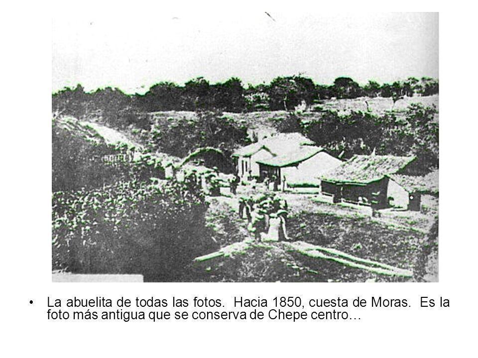La abuelita de todas las fotos. Hacia 1850, cuesta de Moras. Es la foto más antigua que se conserva de Chepe centro…