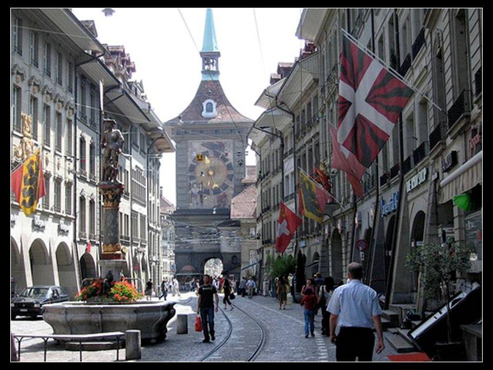 Berna, la capital de Suiza, conserva cierto aire medieval en su centro histórico, que combinado con su modernismo y su ambiente cosmopolita la hace te