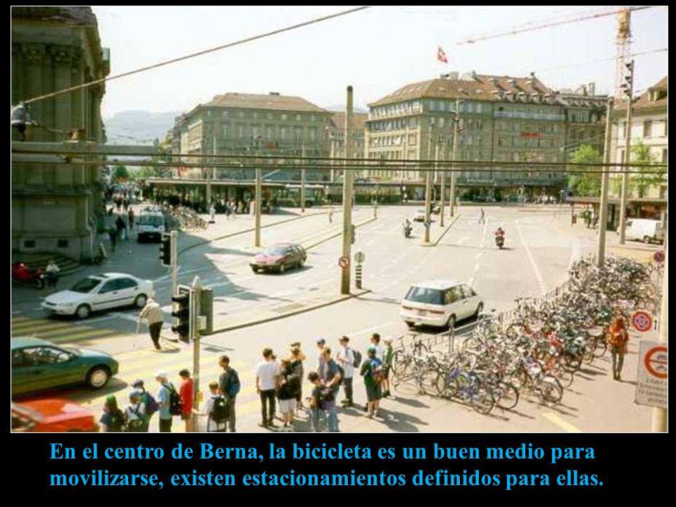 Palacio Federal de Berna, sede del gobierno suizo La Plaza de la Federación, diseñada y construida a principios del siglo XX, es la plaza más grande e