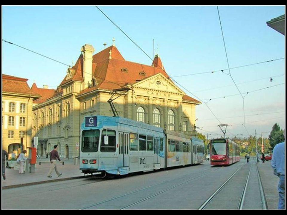 En el centro de Berna, la bicicleta es un buen medio para movilizarse, existen estacionamientos definidos para ellas.