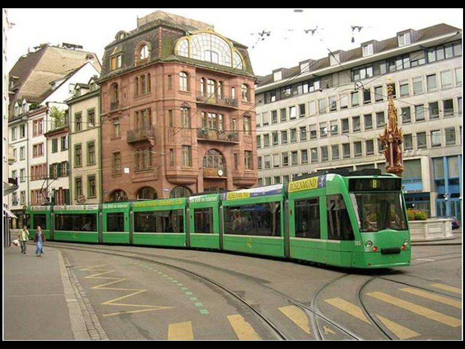 En el punto donde confluyen Alemania, Francia y Suiza, abrazando las orillas del Rhin, se halla una de las más interesantes ciudades suizas: Basilea,