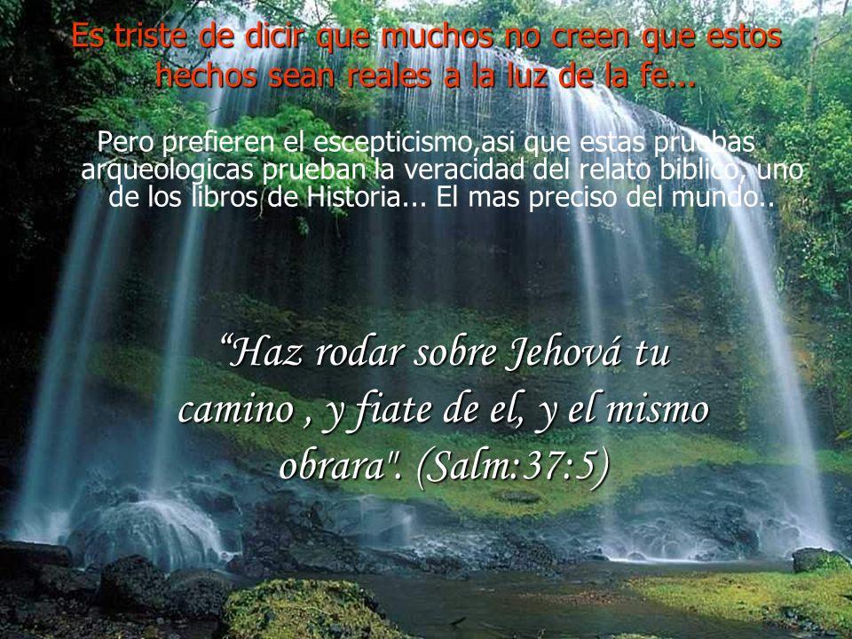 La roca se partio en dos y el agua comenzo a salir... Incluso la roca de Horeb, donde la Biblia dice que Moisés golpeó dos veces para obtener agua par