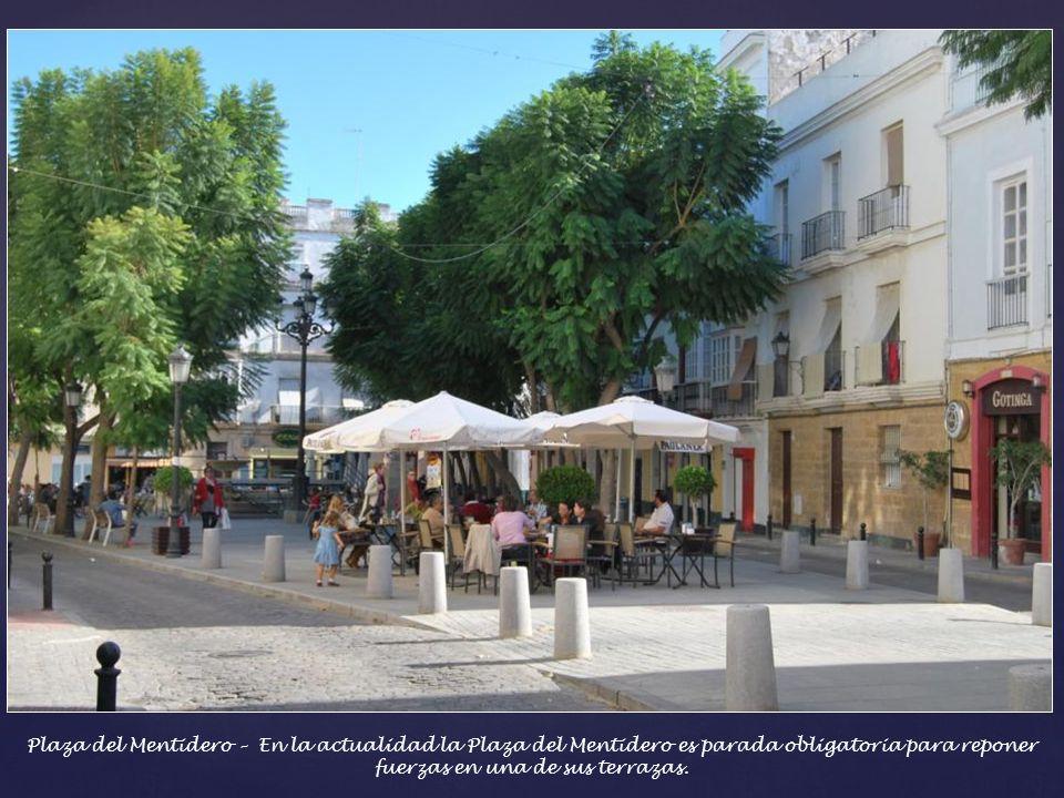 Plaza del Mentidero – Fue el lugar elegido para leer por segunda vez el texto de La Pepa. En ella se reunían los desocupados para dar noticias de toda