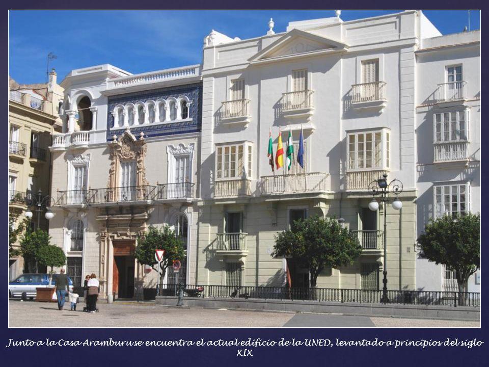Casa Aramburu – Durante mas de medio siglo, esta casa fue sede de la Banca Aramburo, establecida en 1870. En la planta superior sorprende la galeria c