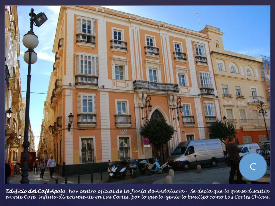 Junto a la Casa Aramburu se encuentra el actual edificio de la UNED, levantado a principios del siglo XIX