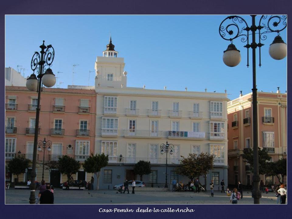 Casa Pemán - Llamada así porque vivió el escritor José María Pemán. En la actualidad reside la sede del Consorcio para la Conmemoración del II centena