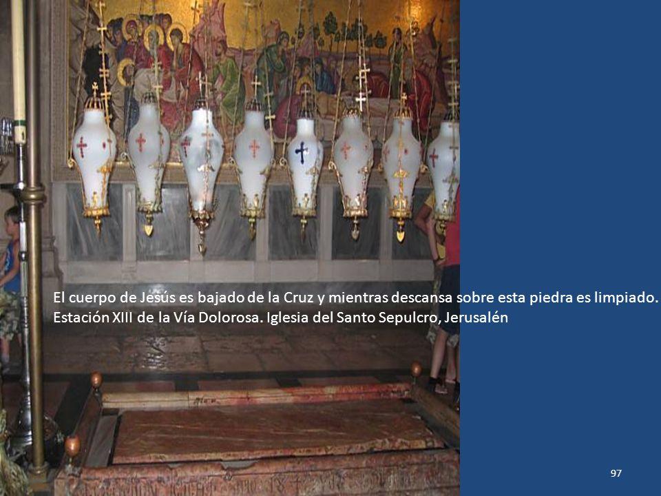 Sábado, 22 de Febrero de 201496 Lugar donde Jesús murió en la Cruz. Círculo dorado con rayos de plata, en el escalón de mármol, indica lugar donde est