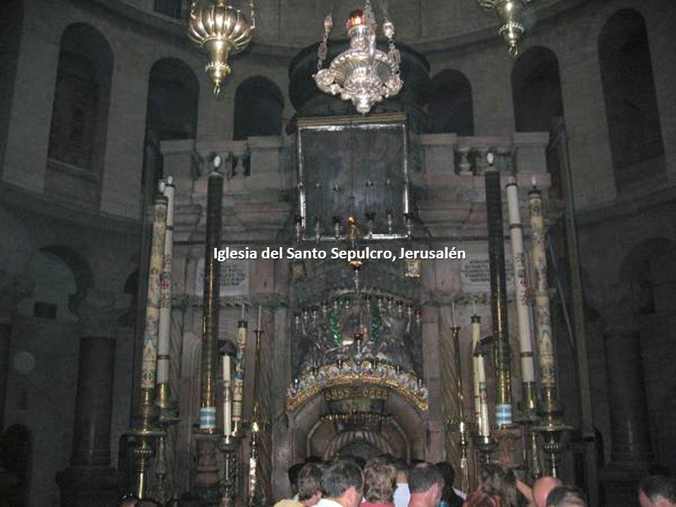 Sábado, 22 de Febrero de 201497 El cuerpo de Jesús es bajado de la Cruz y mientras descansa sobre esta piedra es limpiado. Estación XIII de la Vía Dol