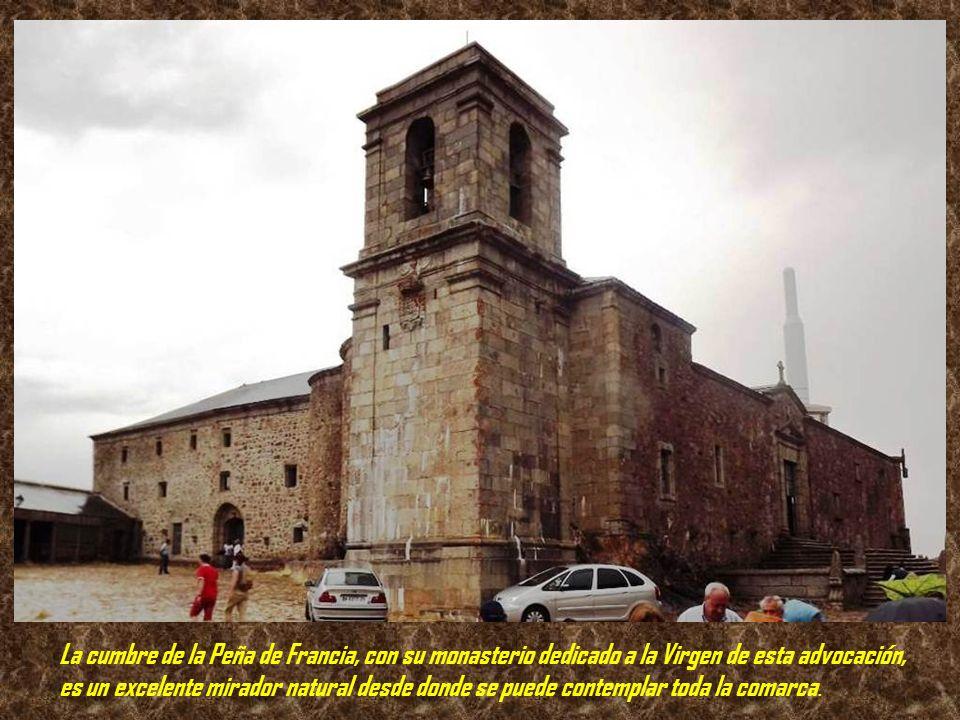 . La Peña de Francia es una montaña que se alza a 1.724 m de altura, situada al sur de la provincia de Salamanca, y cuya cima pertenece al término mun
