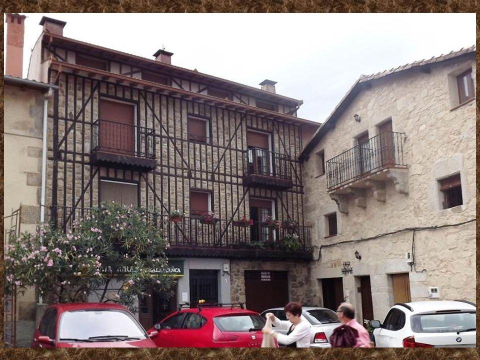 Miranda del Castañar es un municipio de la comarca de la Sierra de Francia, en la provincia de Salamanca, Castilla y León, España La plaza de Toros y