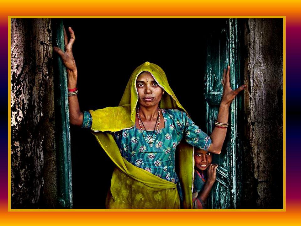 En 1969, vuelve a la India y se instala en Anantapur (Andhra Pradesh), uno de los distritos más pobres del país, para continuar su lucha por los más desfavorecidos.