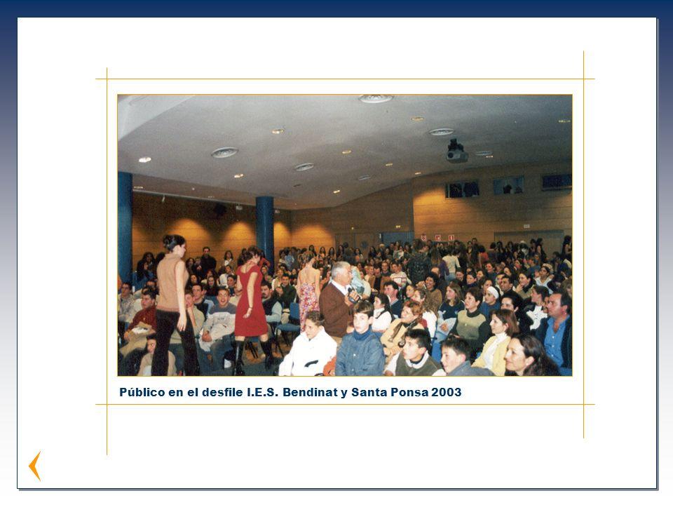 Público en el desfile I.E.S. Bendinat y Santa Ponsa 2003
