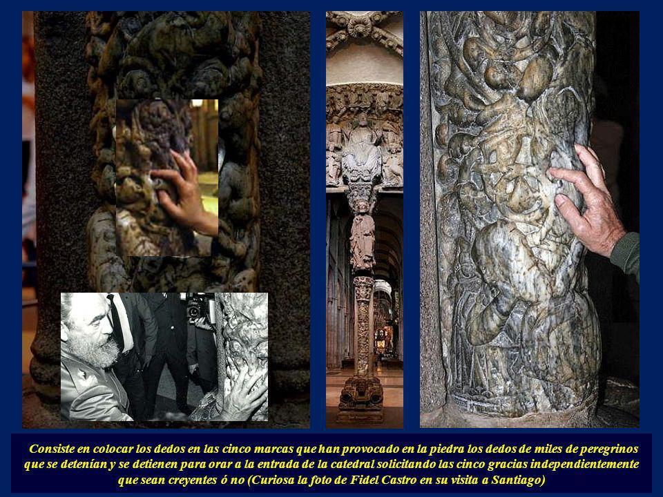 Debajo del Apóstol Santiago está la columna del