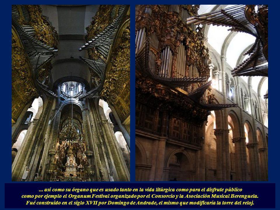 De gran valor decorativo es la lámpara central de estilo Luis XV donada por el canónigo D. Diego Juan de Ulloa en 1751...