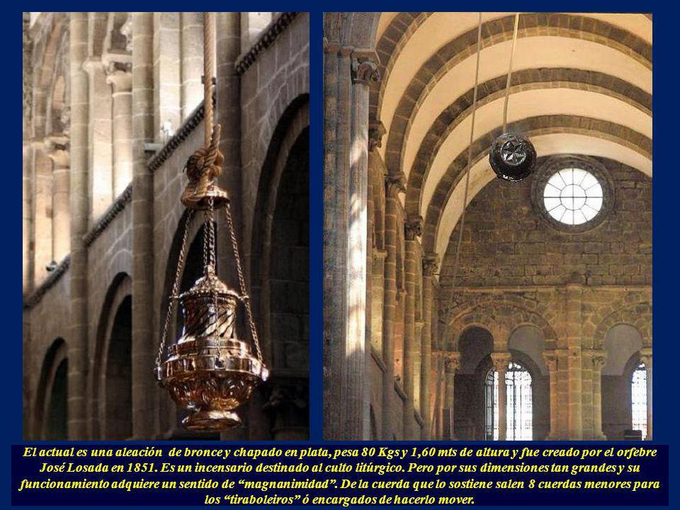 El Botafumeiro fue originalmente una ofrenda hecha en 1554 del Rey Luis XI al Apóstol. Pero en 1809, las tropas napoleónicas en la Guerra de Independe