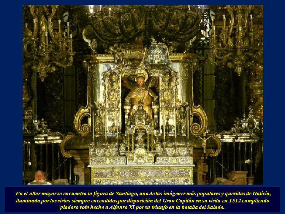 Es sin duda un lugar continuamente ocupado por peregrinos deseosos de contemplar la tumba del Apóstol así como cumplir con la moda de dar un abrazo en
