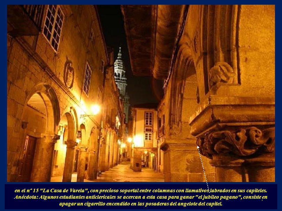La Rúa del Villar. Era la tradicional calle de plateros y libreros. Aquí abundan también edificios aportalados así como bellísimos palacios como la ba