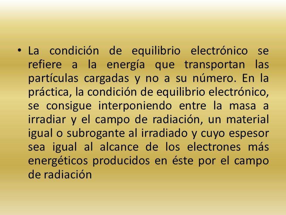 La condición de equilibrio electrónico se refiere a la energía que transportan las partículas cargadas y no a su número. En la práctica, la condición