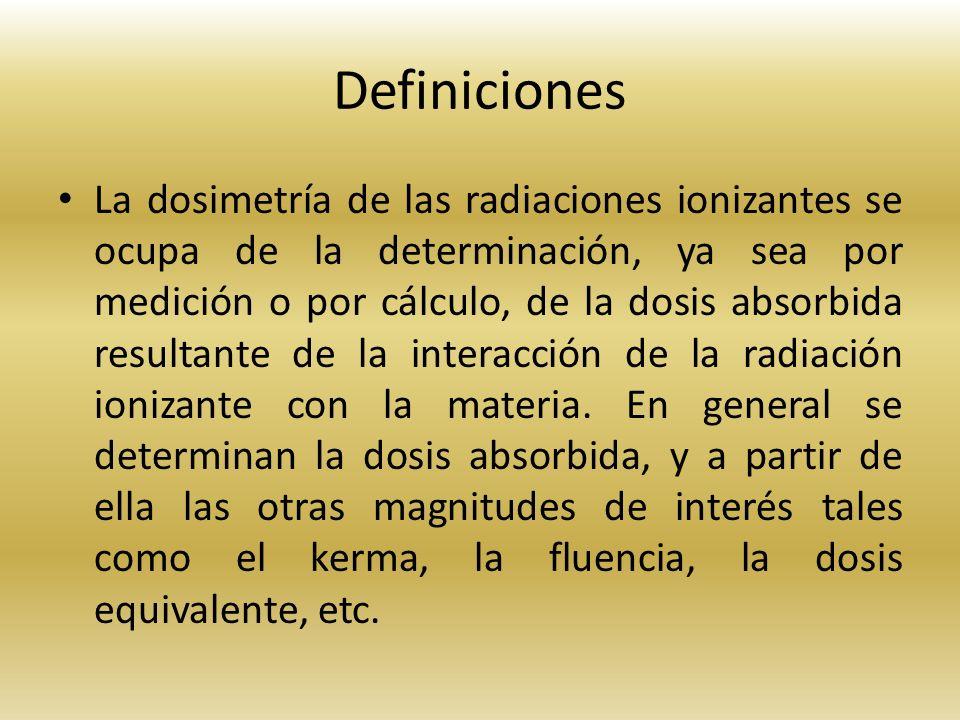 Definiciones La dosimetría de las radiaciones ionizantes se ocupa de la determinación, ya sea por medición o por cálculo, de la dosis absorbida result