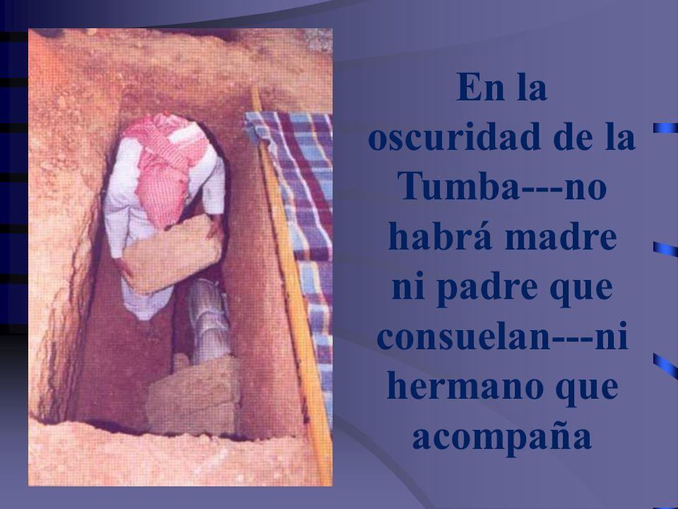Después de colocar el cadáver en la Tumba, se desatan los nudos menos los de la cabeza y de los pies