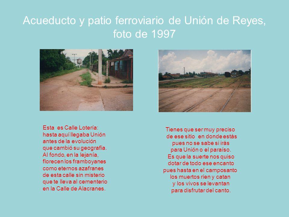Semáforo y chucho para cambiar las vías férreas, foto de 1997 En segundo plano se ve el acueducto que aprovisionaba de agua a las locomotoras.
