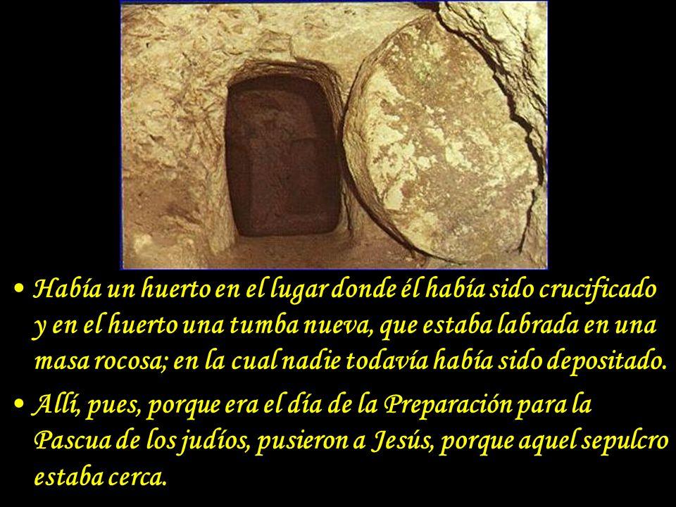 La tumba vacía El primer día de la semana, María Magdalena vino a la tumba temprano, mientras todavía había oscuridad, y vió la piedra quitada de la tumba.
