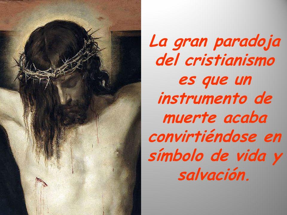 La gran paradoja del cristianismo es que un instrumento de muerte acaba convirtiéndose en símbolo de vida y salvación.
