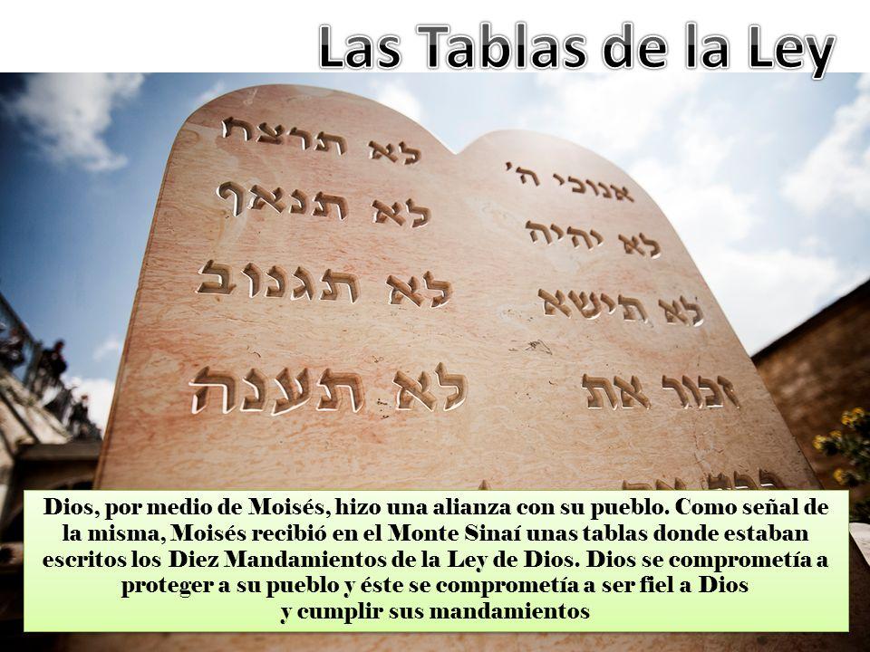 Dios, por medio de Moisés, hizo una alianza con su pueblo. Como señal de la misma, Moisés recibió en el Monte Sinaí unas tablas donde estaban escritos