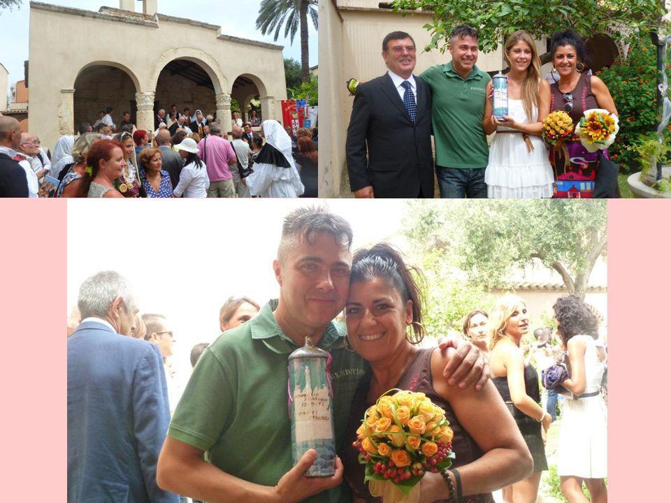 Con Cristina y Cristopher, la pareja del grupo de Extremadura que hizo este año la promesa.