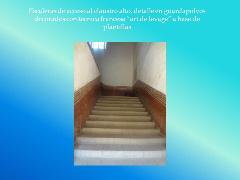 Escaleras de acceso al claustro alto, detalle en guardapolvos decorados con técnica francesa art de levage a base de plantillas