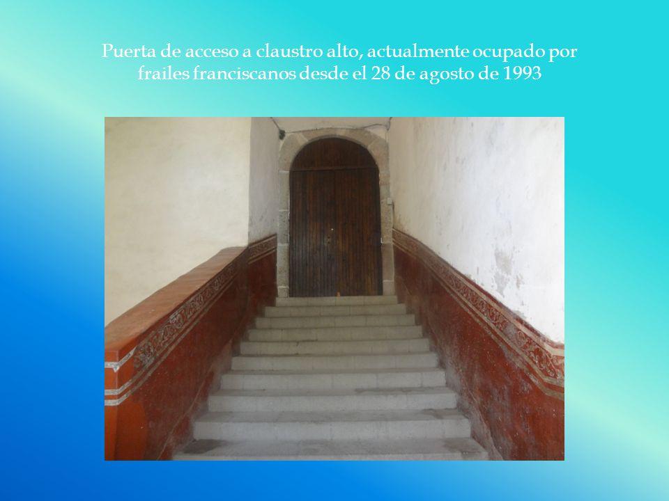 Puerta de acceso a claustro alto, actualmente ocupado por frailes franciscanos desde el 28 de agosto de 1993