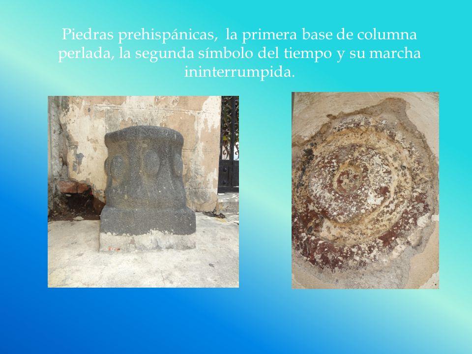 Piedras prehispánicas, la primera base de columna perlada, la segunda símbolo del tiempo y su marcha ininterrumpida.