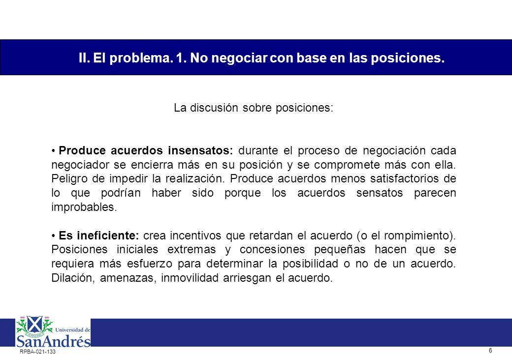 5 RPBA-021-133 Usualmente las personas negocian en base a sus posiciones: asumen una posición, argumentan en su favor y hacen concesiones para llegar a un acuerdo.